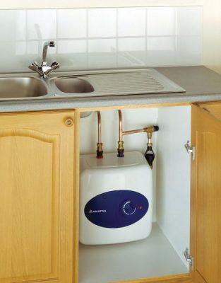 La nouvelle génération du chauffe eau placé sous l'évier de la cuisine